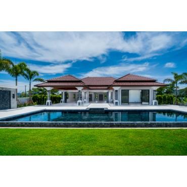 Huge new villa in Laguna for sale