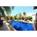Просторная вилла с приватным бассейном и садом