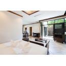 明亮的泰式风格别墅设有一间卧室